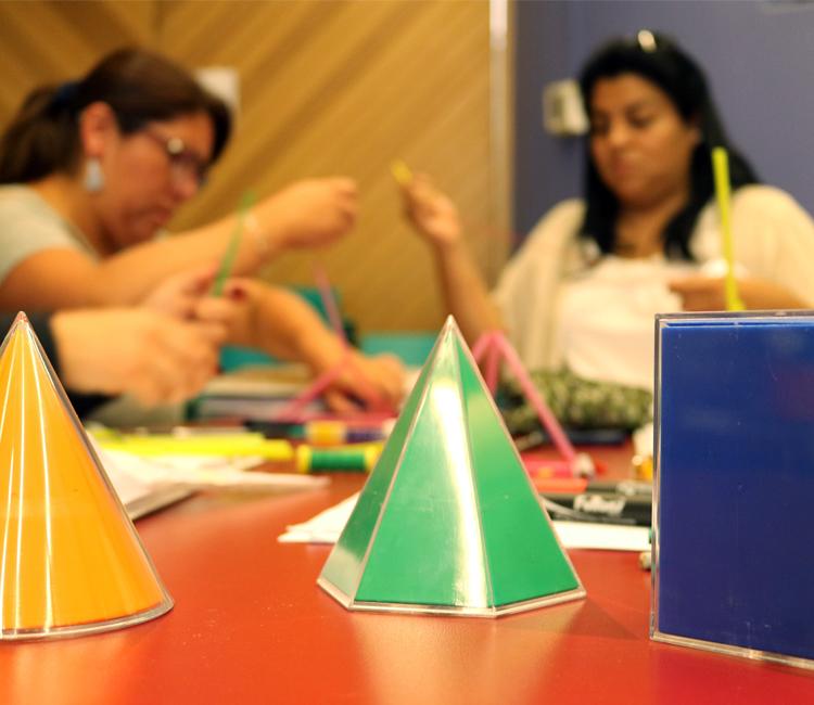Abrimos postulaciones a dos cursos para profesores de la Región Metropolitana
